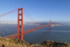 San Francisco Golden Gate bro i ljus för sen eftermiddag Arkivfoto
