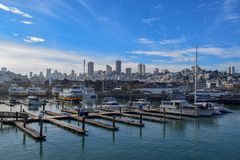 San Francisco Harbor no Fisherman' distrito do cais de s em Sunny Day foto de stock