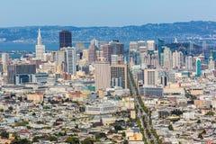 San Francisco horisont från tvilling- maxima i Kalifornien Arkivfoto
