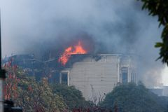 San Francisco - houses on fire. SAN FRANCISCO, CA - DECEMBER 22: Large fire of three apartment buildings in Western Addition district December 22, 2011 in San Royalty Free Stock Photography