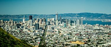 San Francisco i stadens centrum stadshorisont i Kalifornien Royaltyfri Bild