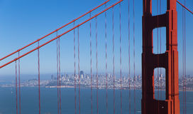 San Francisco im Stadtzentrum gelegen mit goldener Brücke Lizenzfreie Stockbilder