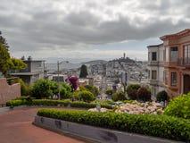 San Francisco, Kalifornia, usa: Lombard Street, stromy wzgórze, hairpin zwroty fotografia royalty free