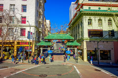 San Francisco, Kalifornien - 11. Februar 2017: China-Stadt in San Francisco, ein populärer kultureller Standort im touristischen Stockfotos