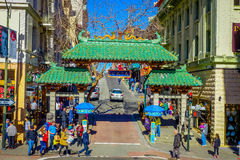 San Francisco, Kalifornien - 11. Februar 2017: China-Stadt in San Francisco, ein populärer kultureller Standort im touristischen Lizenzfreie Stockfotografie