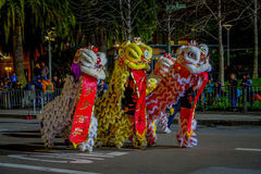 San Francisco, Kalifornien - 11. Februar 2017: Chinesische Feierparade des neuen Jahres im populären und bunten Chinatown Lizenzfreie Stockbilder