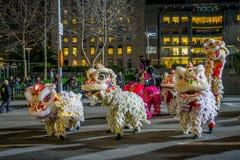 San Francisco Kalifornien - Februari 11, 2017: Kinesisk beröm för det nya året ståtar i den populära och färgrika kineskvarteret Royaltyfri Foto
