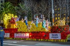 San Francisco Kalifornien - Februari 11, 2017: Kinesisk beröm för det nya året ståtar i den populära och färgrika kineskvarteret Royaltyfri Fotografi