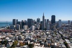 SAN FRANCISCO KALIFORNIEN - SEPTEMBER 9, 2015 - sikt av det finansiella området från det Coit tornet Fotografering för Bildbyråer