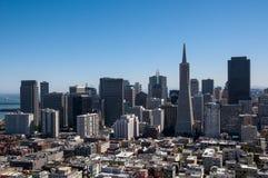 SAN FRANCISCO KALIFORNIEN - SEPTEMBER 9, 2015 - sikt av det finansiella området från det Coit tornet Arkivbilder