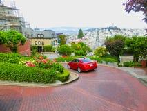 San Francisco Kalifornien, USA - Maj 04, 2016: Sikt av Lombardgatan Fotografering för Bildbyråer