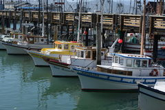 San Francisco LES Etats-Unis Les bateaux et les yachts dans la marina valent photo libre de droits