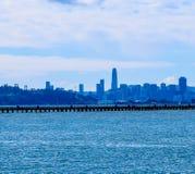 San Francisco linia horyzontu na słonecznym dniu fotografia stock