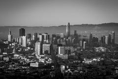 San Francisco linia horyzontu na zimnym, wietrznym wieczór, fotografia royalty free