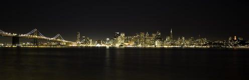 San Francisco Night Skyline och BayBridge Royaltyfria Bilder