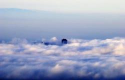 San Francisco in nubi pacifiche fotografie stock