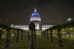 San Francisco, opinión de la noche de ayuntamiento, iluminada imágenes de archivo libres de regalías