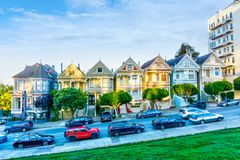 San Francisco Painted Ladies sur la place d'Alamo images libres de droits