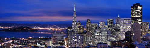 San Francisco - panorama 2 de nuit Photographie stock libre de droits