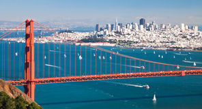 San Francisco Panorama w Golden gate bridge Stock Afbeeldingen