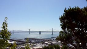 San Francisco Piers e ponte da baía durante o dia imagem de stock royalty free