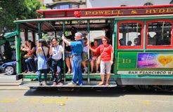 San Francisco Powell y Hyde Cable Car Passengers Fotos de archivo