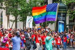 San Francisco Pride Parade - americano Pride Flag Fotografía de archivo libre de regalías