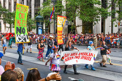 San Francisco Pride Parade Native American LGBT Gr. Stock Foto's