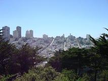 San Francisco Skyline com o céu azul brilhante Fotos de Stock