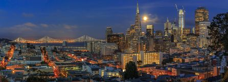 Free San Francisco Skyline Panorama At Dusk With Bay Bridge And Downtown Skyline Under A Full Moon Royalty Free Stock Photo - 161643075