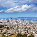 San Francisco-Skyline von den Doppelspitzen in Kalifornien Stockfotografie