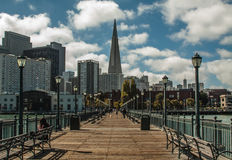 San Francisco Transamerica Building na tarde bonita imagens de stock royalty free