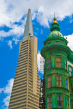 San Francisco Transamerica Pyramid en Schildwachttoren Stock Afbeelding