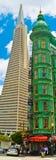 San Francisco Transamerica Pyramid y torre del centinela fotos de archivo libres de regalías