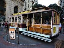 San Francisco, un medio de transporte típico en los carriles imágenes de archivo libres de regalías