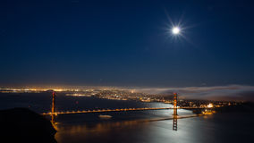 San Francisco und Golden gate bridge nachts Lizenzfreie Stockfotos