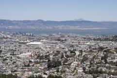 San Francisco und Oakland von den Doppelspitzen Stockfotografie