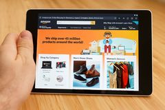 SAN FRANCISCO, US - 1 April 2019: Close up to hands holding tablet using internet and looking through Amazon web site, in San stock images