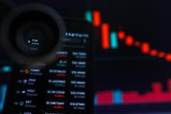 SAN FRANCISCO, US - 9. Mai 2019: Ein Diagramm der abnehmenden Tendenz von SPASS FunFair Cryptocurrency Die Illustration der roten lizenzfreies stockbild