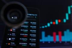 SAN FRANCISCO, USA - 9 2019 Maj: Wykres Wzrastający trend baranek Lambda Cryptocurrency r zdjęcia stock