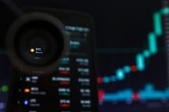 SAN FRANCISCO, USA - 9 2019 Maj: Wykres Wzrastający trend BTC Bitcoin Cryptocurrency r obraz stock