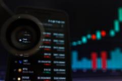 SAN FRANCISCO, USA - 9 2019 Maj: Wykres Wzrastający trend Crypto com ?a?cuchu CRO Cryptocurrency Ilustracja ziele? obrazy stock