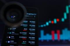 SAN FRANCISCO, USA - 9 2019 Maj: Wykres Wzrastający trend krewni Cryptocurrency Ilustracja Zielonych ?wieczek Pr?towy d?wiganie zdjęcia royalty free
