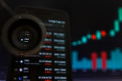 SAN FRANCISCO, USA - 9 2019 Maj: Wykres Wzrastający trend XEM Cryptocurrency NEM r obrazy stock