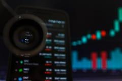 SAN FRANCISCO, USA - 9 2019 Maj: Wykres Wzrastający trend XTZ Tezos Cryptocurrency r zdjęcia stock