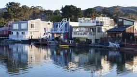 SAN FRANCISCO USA - OKTOBER 4th, 2014: En gemenskap på vattnet i Sausalito som svävar returnerar i nordliga Kalifornien Fotografering för Bildbyråer