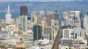 SAN FRANCISCO USA - OKTOBER 4th, 2014: Sikt längs marknadsgatan i i stadens centrum SF som ses från tvilling- maxima Arkivfoton