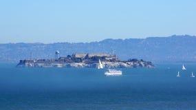 SAN FRANCISCO USA - OKTOBER 4th, 2014: Straffanstalt för Alcatraz ö i fjärden Arkivfoto