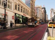 San Francisco usa, 08 2016 Sierpień: Tramwajowy bieg przez ulicy w śródmieściu, San Francisco Sierpień 2016 Fotografia Royalty Free