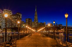 San Francisco van de binnenstad en de Transamerica-Piramide in Chrismas Royalty-vrije Stock Fotografie